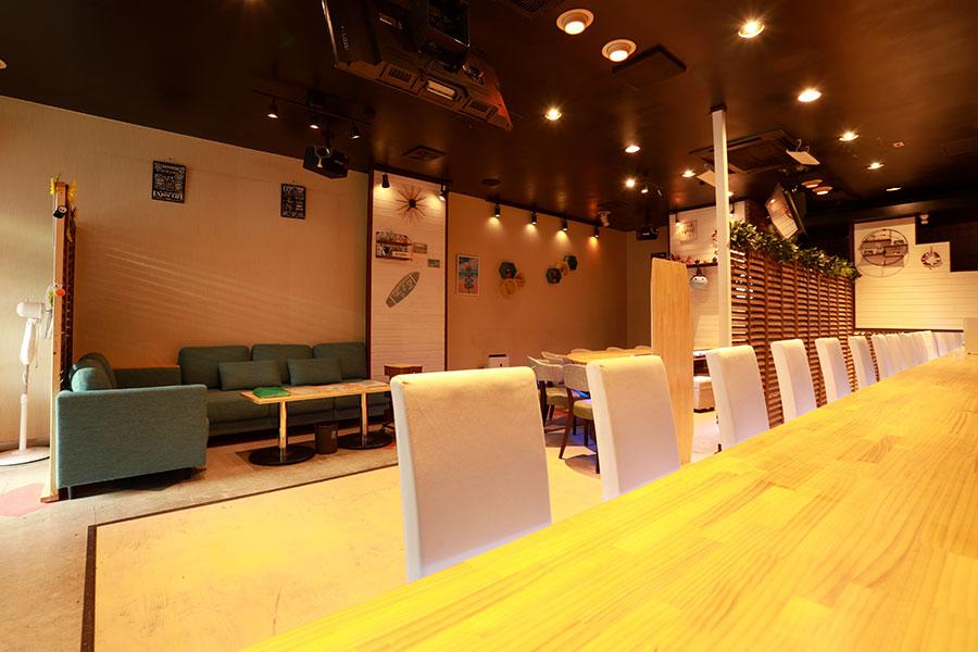 太田市のガールズバー「KARA's カラズ」店内写真